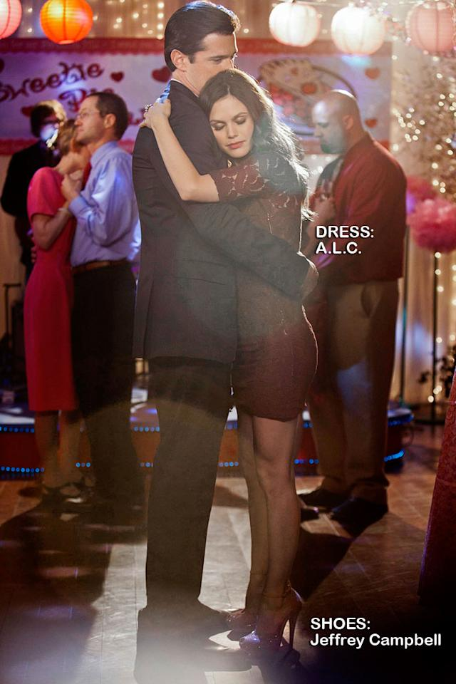 """Wes Brown as Dr. Judson Lyons and Rachel Bilson as Dr. Zoe Hart in the Season 1 episode """"Sweetie Pies and Sweaty Palms."""" Hart of Dixie"""