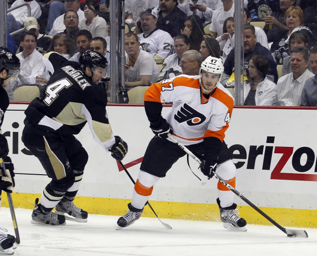 PITTSBURGH, PA - APRIL 20: Eric Wellwood #47 of the Philadelphia Flyers handles the puck against Zbynek Michalek #4 of the Pittsburgh Penguins in Game Five of the Eastern Conference Quarterfinals during the 2012 NHL Stanley Cup Playoffs at Consol Energy Center on April 20, 2012 in Pittsburgh, Pennsylvania. (Photo by Justin K. Aller/Getty Images)