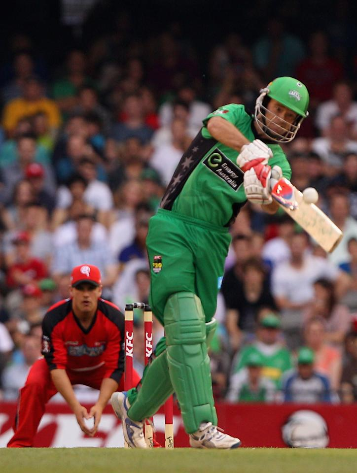 MELBOURNE, AUSTRALIA - DECEMBER 07:  Rob Quiney of the stars plays a shot during the Big Bash League match between the Melbourne Renegades and the Melbourne Stars at Etihad Stadium on December 7, 2012 in Melbourne, Australia.  (Photo by Robert Prezioso/Getty Images)