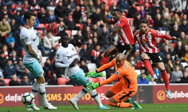 "<span class=""element-image__caption"">Late substitute Fabio Borini lashes Sunderland's second equaliser beyond West Ham goalkeeper Darren Randolph in the 90th minute. </span> <span class=""element-image__credit"">Photograph: Stu Forster/Getty Images</span>"