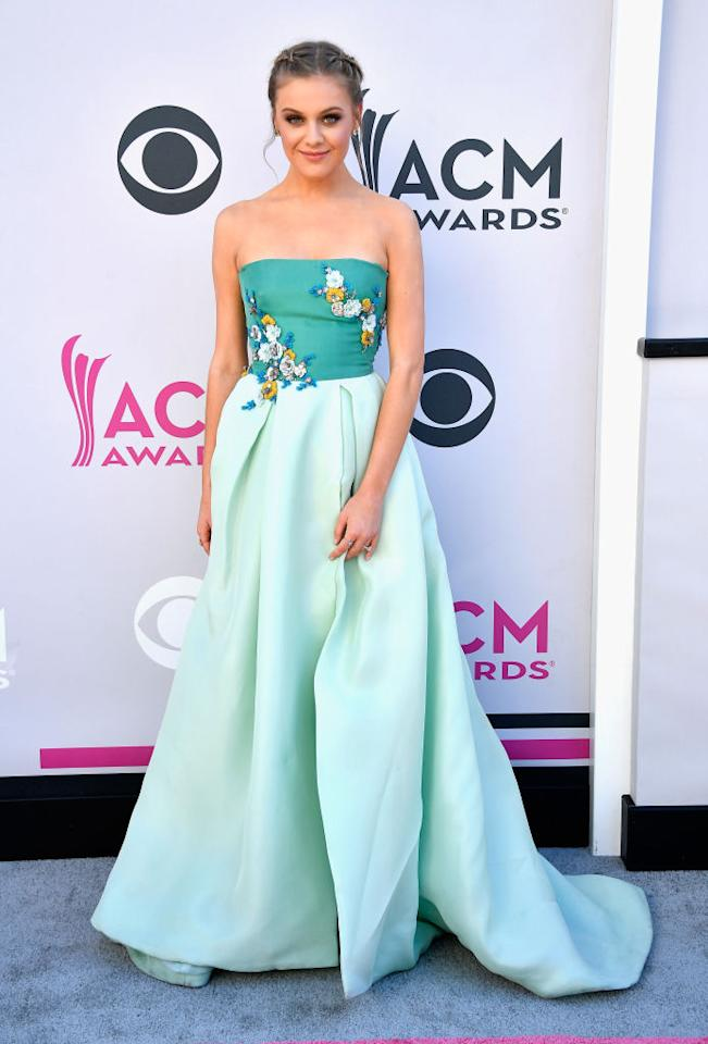 <p>The singer was gorgeous in Monique Lhuillier. (Photo: Getty Images) </p>
