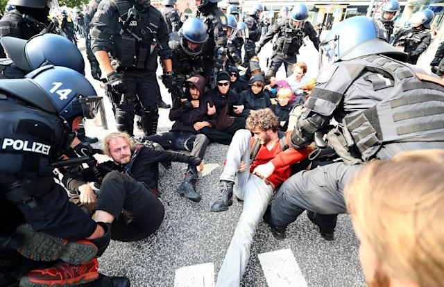 <p>German police remove protestors who are blocking a street at a demonstration during the G20 summit in Hamburg, Germany, July 7, 2017. (Photo: Pawel Kopczynski/Reuters) </p>
