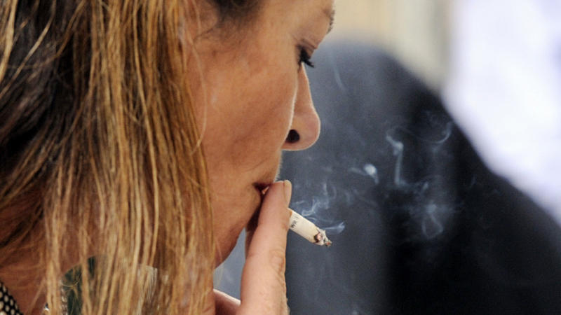 Smokers 'more prone to depression'