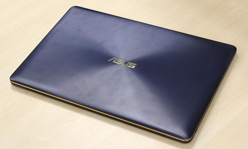 The ZenBook 3 Deluxe is a sleek notebook that is bound to delight readers who are the style and fashion conscious folks.