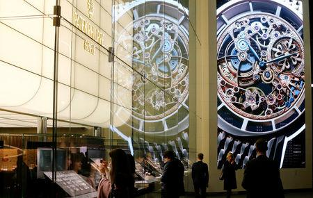 Visitors stand in front of the exhibition stand of Swiss watch manufacturer Patek Philippe at the Baselworld Watch and Jewellery Show in Basel, Switzerland March 23, 2017. REUTERS/Arnd Wiegmann