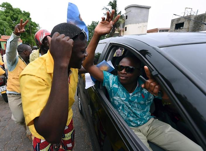Supporters of presidential candidate Patrice Talon celebrate before the official announcement of the presidential elections results in Cotonou on March 21, 2016 (AFP Photo/Pius Utomi Ekpei)