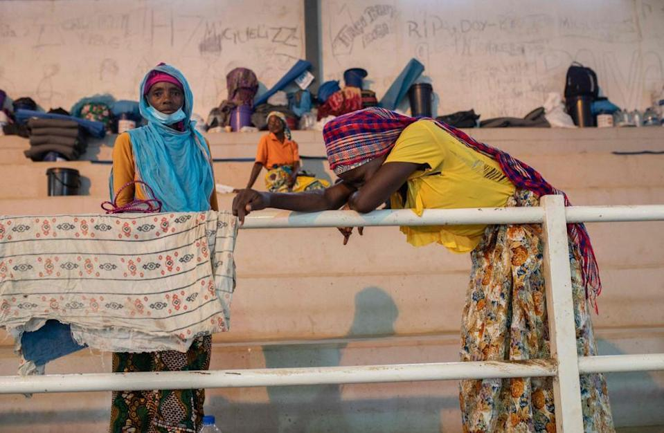 Internally displaced people from Palma receive humanitarian aid in Pemba.