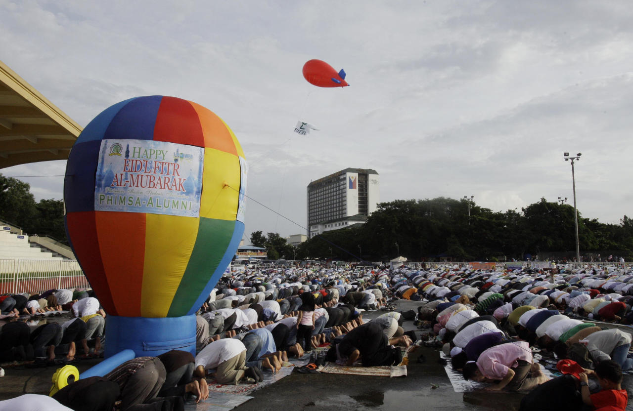 Filipino Muslims gather for an early morning prayer celebrating Eid al-Fitr, a Muslim holiday marking the end of Ramadan, the Islamic holy month of fasting, at the Quirino grandstand in Manila, Philippines, Tuesday, Aug. 30, 2011. (AP PHoto/Pat Roque)