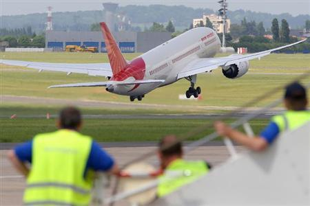An Air India Airlines Boeing 787 dreamliner takes off for a flying display during the 50th Paris Air Show at the Le Bourget airport near Paris, June 14, 2013. The Paris Air Show runs from June 17 to 23. REUTERS/Pascal Rossignol/Files