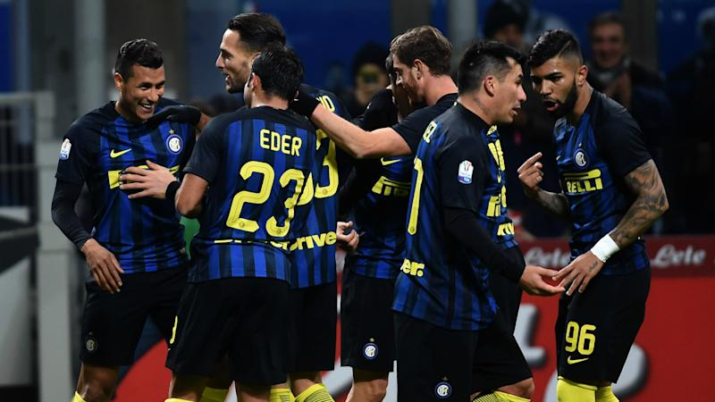 Jeison Murillo celebrating with his teammates Inter Bologna Coppa Italia 2016-17