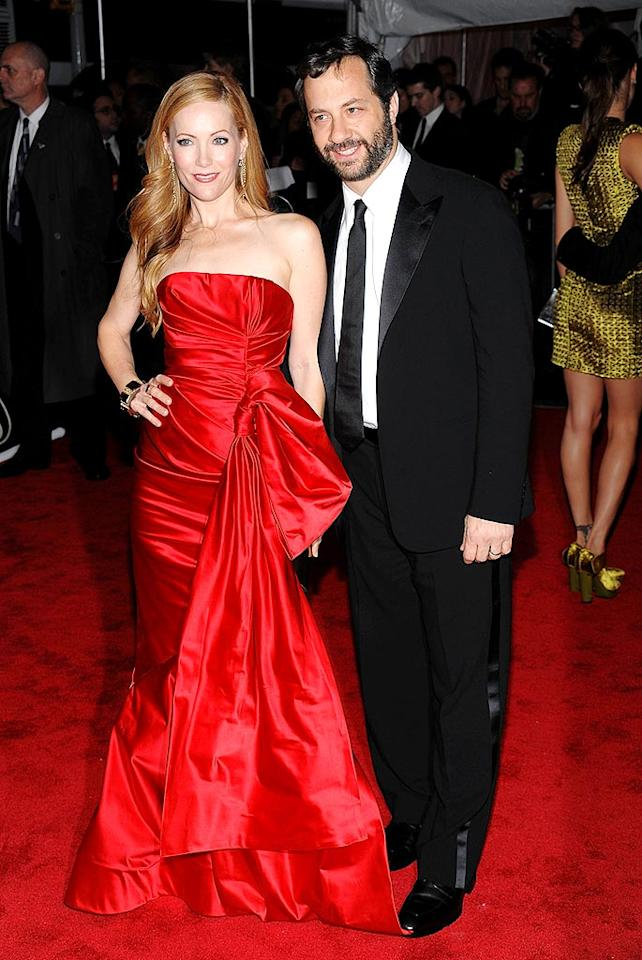 """Leslie Mann stole the spotlight in a scarlet ball gown, while her hubby, """"Knocked Up"""" director Judd Apatow, sported a superb tux. Dimitrios Kambouris/<a href=""""http://www.filmmagic.com/"""" target=""""new"""">FilmMagic.com</a> - May 4, 2009"""
