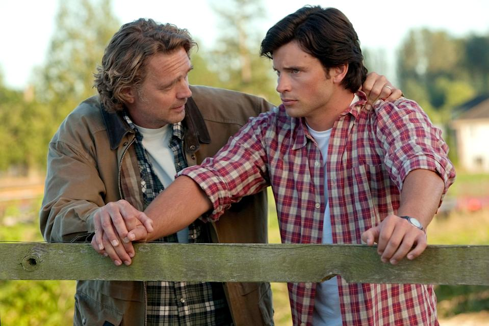 """<h1 class=""""title"""">SMALLVILLE, (from left): John Schneider, Tom Welling, 'Lazarus', (Season 10, ep. 1001, aired Sept. 2</h1> <cite class=""""credit"""">©Warner Bros/Courtesy Everett Collection</cite>"""