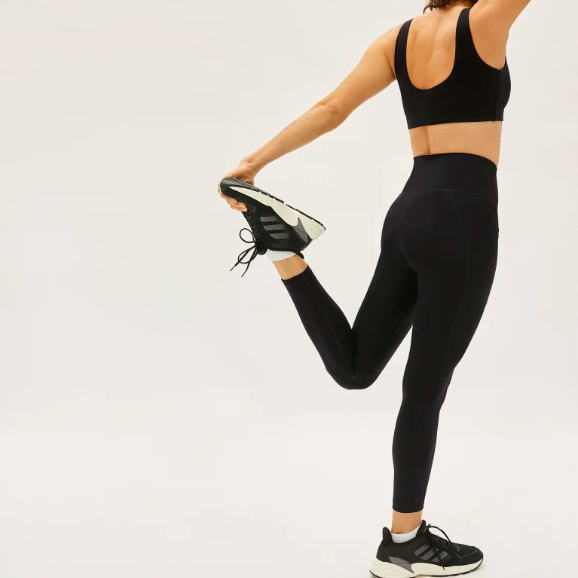 The Perform Pocket Legging in Black. Image via Everlane