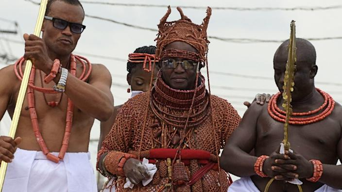 Oba Ewuare II (C) is committed to the museum no matter who is governor