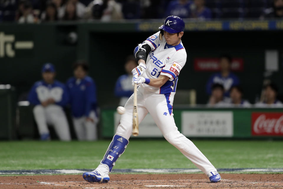 TOKYO, JAPAN - NOVEMBER 15: Outfielder Lee Jung-Hoo #51 of South Korea hits a single in the bottom of 4th inning during the WBSC Premier 12 Super Round game between South Korea and Mexico at the Tokyo Dome on November 15, 2019 in Tokyo, Japan. (Photo by Kiyoshi Ota/Getty Images)
