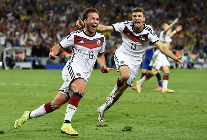 Germany's Mario Goetze (L) celebrates near teammate Thomas Mueller after scoring a goal during extra time in their 2014 World Cup final against Argentina at the Maracana stadium in Rio de Janeiro July 13, 2014. REUTERS/Dylan Martinez (BRAZIL - Tags: SOCCER SPORT TPX IMAGES OF THE DAY WORLD CUP) TOPCUP