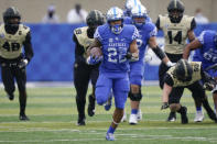 CORRECTS NAME AND POSITION TO RUNNING BACK CHRIS RODRIGUEZ INSTEAD OF LINEBACKER CHRIS OATS - Kentucky running back Chris Rodriguez, center, runs with the ball during the first half of an NCAA college football game against Vanderbilt, Saturday, Nov. 14, 2020, in Lexington, Ky. (AP Photo/Bryan Woolston)