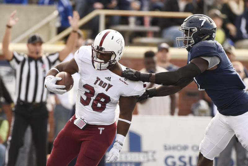 Troy gifts North Texas a touchdown with hilariously bad snap
