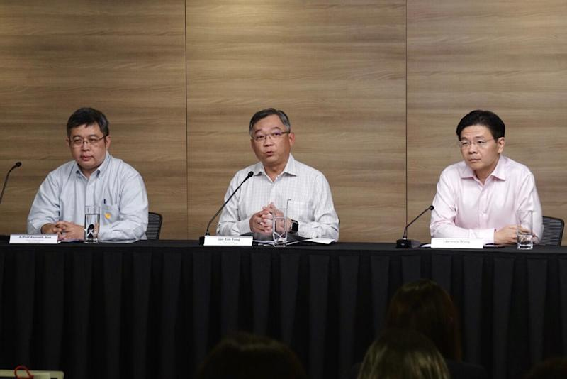 L to R: A/Prof Kenneth Mak (Director of Medical Services MOH), co-chair of the COVID-19 taskforce and Health Minister Gan Kim Yong and co-chair of taskforce and National Development Minister Lawrence Wong at a media conference on 25 February 2020. (PHOTO: Dhany Osman/Yahoo News Singapore)
