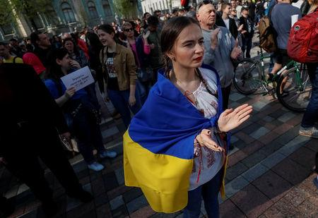 Activists attend a rally to demand lawmakers vote for a law that grants special status to the Ukrainian language and introduces mandatory language requirements for public sector workers, in front of the parliament building in Kiev, Ukraine April 25, 2019.  REUTERS/Gleb Garanich