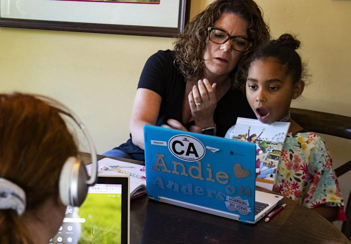 "Former third-grade teacher Kristen Bristow helps her daughter Andie, 6, with homework. <span class=""copyright"">(Gina Ferazzi / Los Angeles Times)</span>"