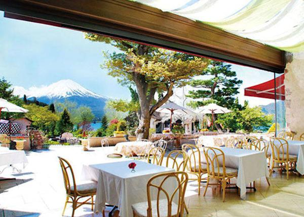 The terrace commands a superb view of Mount Fuji, Lake Kawaguchi, and the garden's many roses. Enjoy a delicious meal while losing yourself in the scenery.