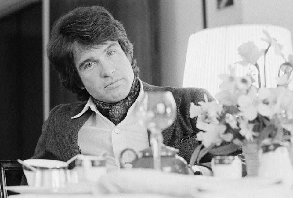 <p>Warren Beatty, and his ascot, pictured on April 18, 1975.<br></p>