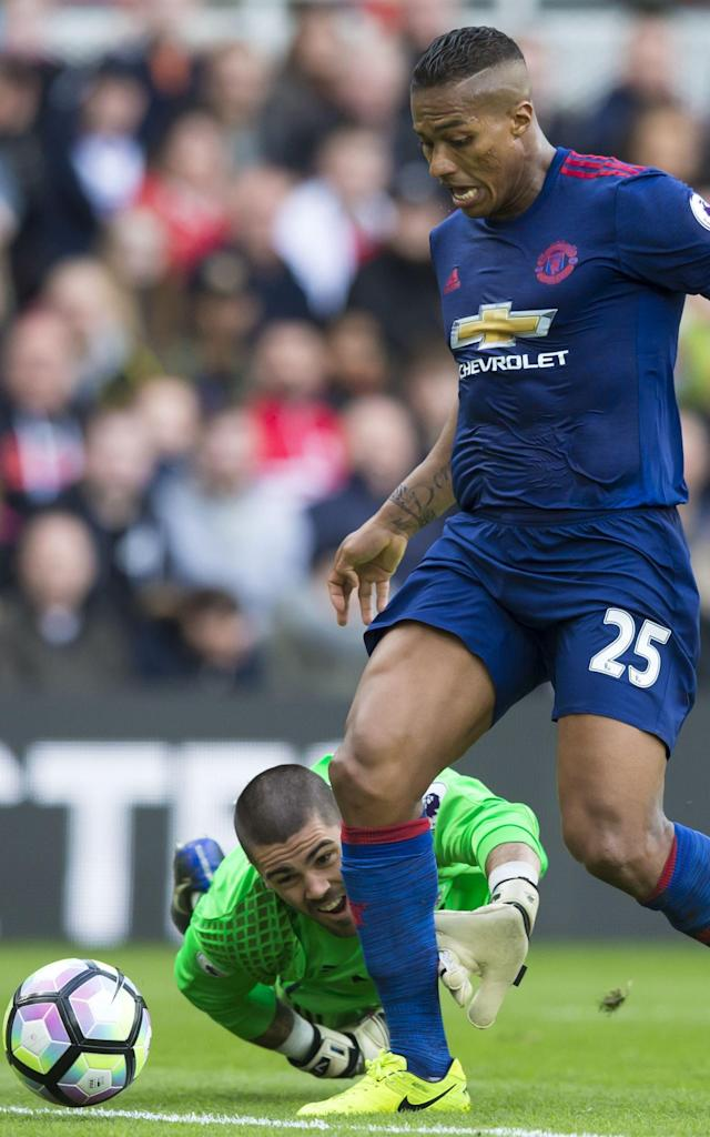 <span>Antonio Valencia makes the most of Victor Valdes's slip-up</span>
