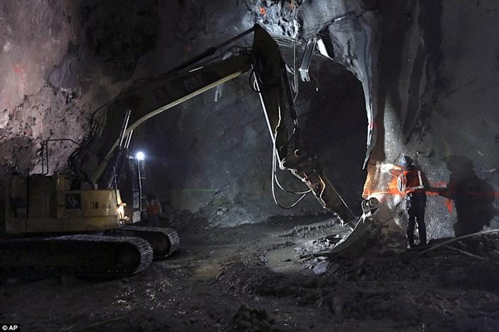 """The challenge of building underground in Manhattan is clear. """"We're building in the densest area that possibly exists. We have over 100,000 residents per square mile,"""" Horodniceanu said to the <a href=""""http://www.dailymail.co.uk/news/article-2275380/New-York-City-expanding-nations-biggest-transit-hub-16-stories-beneath-Grand-Central-Terminal.html#ixzz2KKzbdozl """" rel=""""nofollow noopener"""" target=""""_blank"""" data-ylk=""""slk:Daily Mail"""" class=""""link rapid-noclick-resp"""">Daily Mail</a> in a video. (Photo/ AP)"""