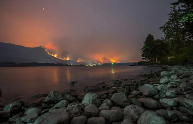 <p>This Monday, Sept. 4, 2017, photo provided by KATU-TV shows a wildfire as seen from near Stevenson Wash., across the Columbia River, burning in the Columbia River Gorge above Cascade Locks, Ore. (Photo: Tristan Fortsch/KATU-TV via AP) </p>