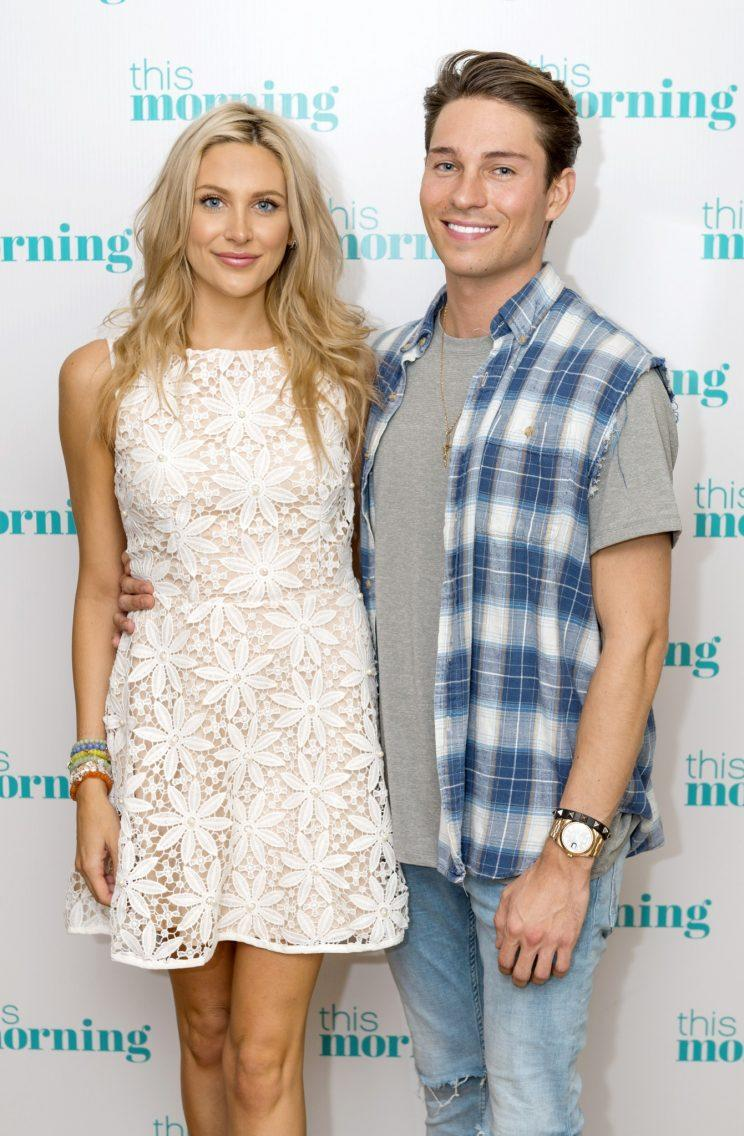 celebs go dating joey and stephanie dating trees