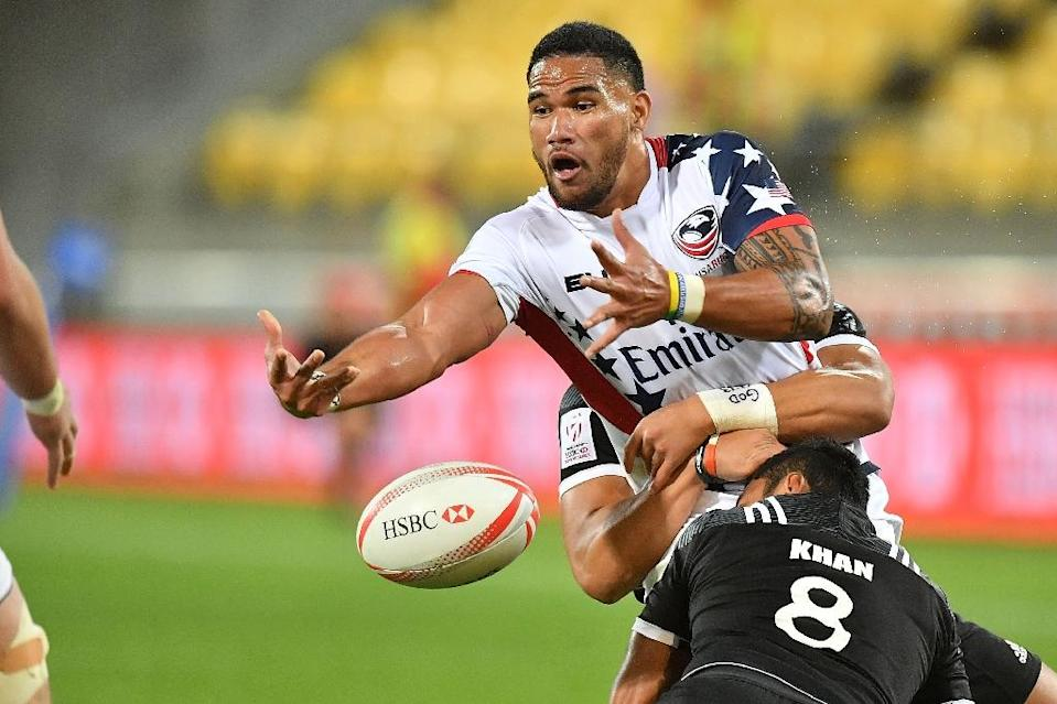 Martin Iosefo of the US (top) gets a pass away as he is tackled by New Zealand's Rocky Khan during the pool match between New Zealand and the US on day one of the IRB rugby sevens at Westpac Stadium in Wellington on January 28, 2017 (AFP Photo/Marty MELVILLE)