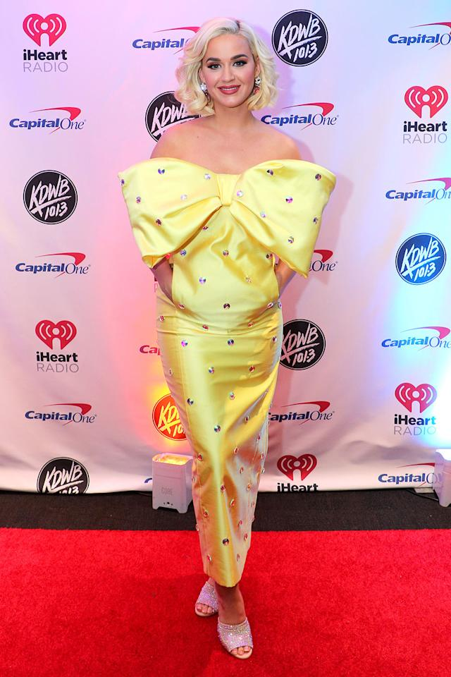 <p>Perry rocked a bright yellow gown with a very distracting bow <em>and </em>conveniently placed pockets on Dec. 9 in St. Paul, Minnesota.</p>