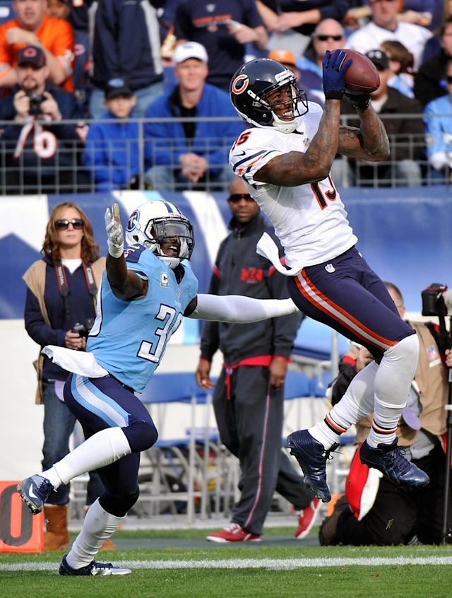 NASHVILLE, TN - NOVEMBER 04: Brandon Marshall #15 of the Chicago Bears catches a pass in front of Jason McCourty #30 of the Tennessee Titans at LP Field on November 4, 2012 in Nashville, Tennessee. (Photo by Frederick Breedon/Getty Images)
