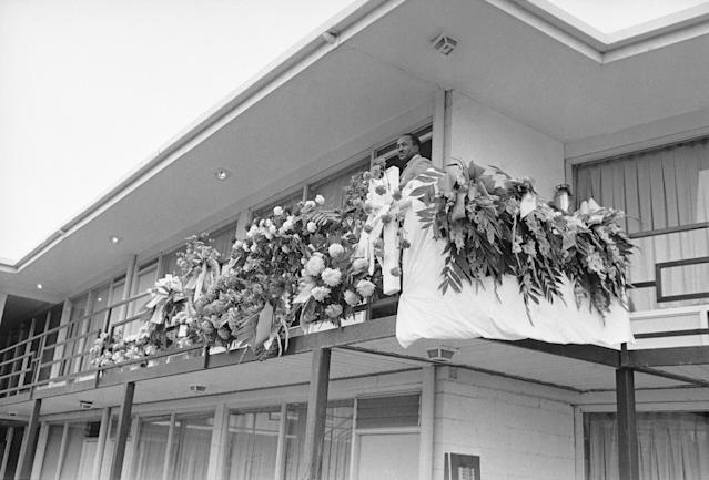 <p>Floral pieces line the rail outside the room King occupied shortly before his assassination. (Photo: AP) </p>