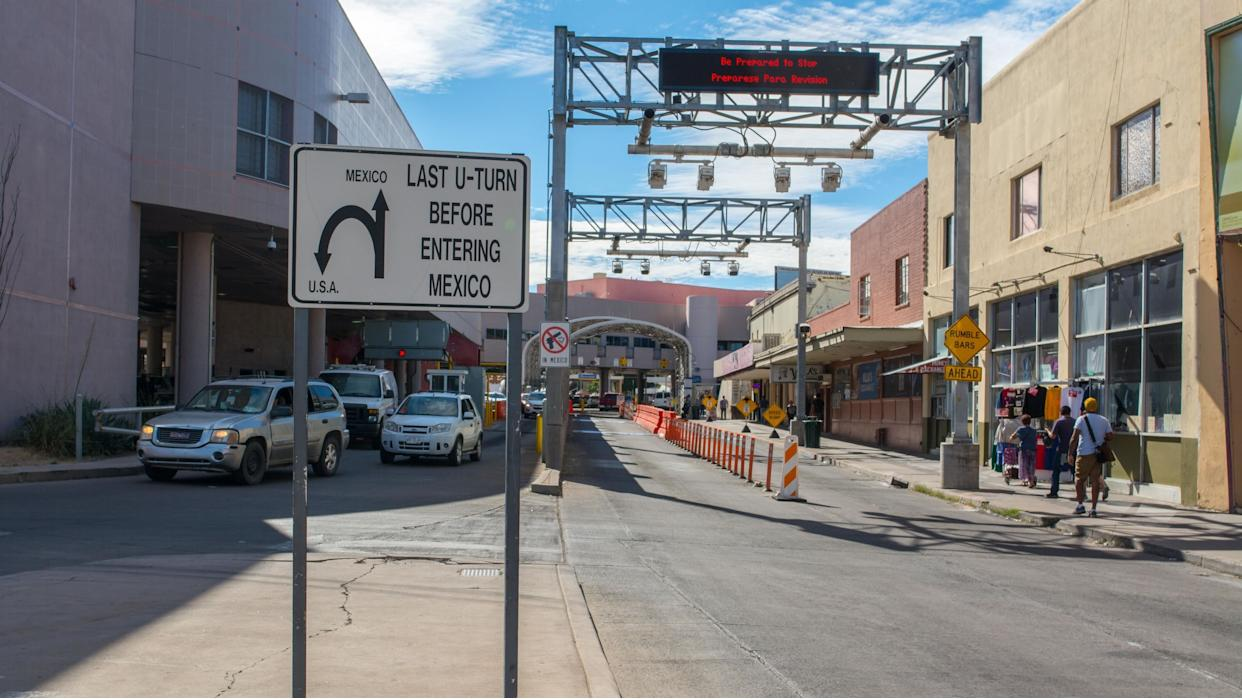 The border crossing station in Nogales, Arizona. (Photo: SOPA Images via Getty Images)