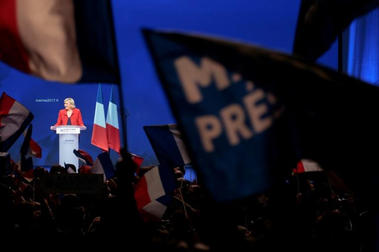 Marine Le Pen, candidate du Front national à la présidentielle, en meeting le 17 avril 2017 à Paris