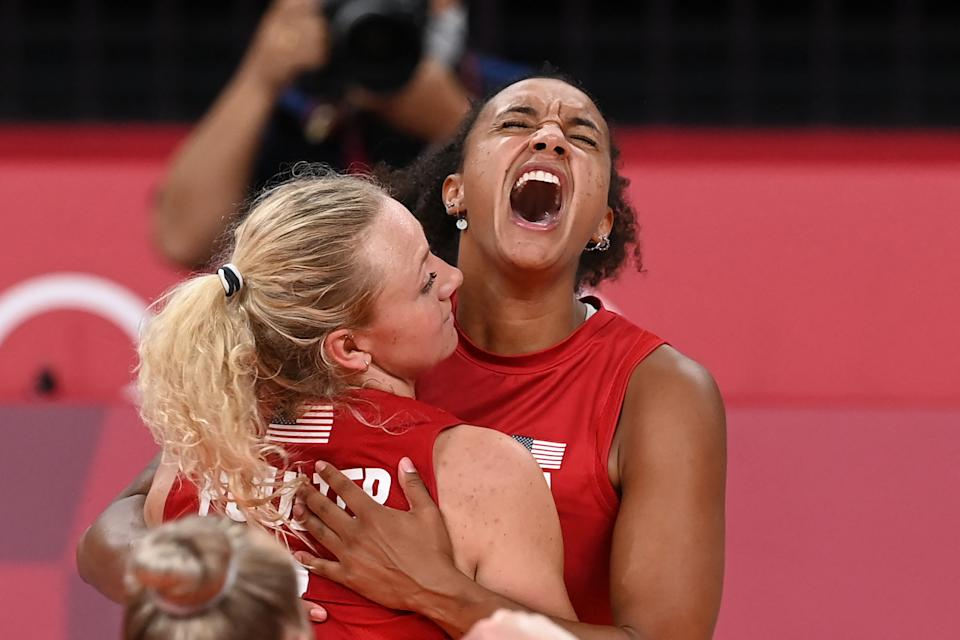 Haleigh Washington (right), Jordyn Poulter and the women's volleyball team won gold to help Team USA edge China in the medal count. (JUNG YEON-JE/AFP via Getty Images)
