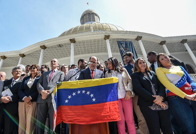 """Most of the Venezuelan parliament asked the armed forces to stop """"repression"""" in opposition demonstrations and be loyal to the Constitution (AFP Photo/Juan Barreto)"""