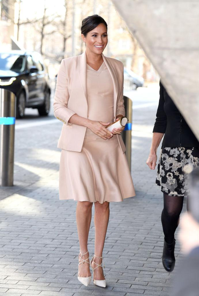 Meghan Markle, the Duchess of Sussex, visits The National Theatre in London. (Photo: Karwai Tang/WireImage)