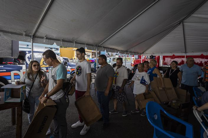 People line up to receive supplies after a 6.4-magnitude earthquake hit Guayanilla, Puerto Rico, on Jan. 11, 2020. (Photo: Anadolu Agency via Getty Images)