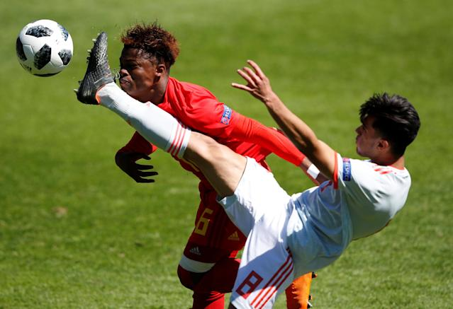 Soccer Football - UEFA European Under-17 Championship Quarter-Final - Belgium vs Spain - Banks's Stadium, Walsall, Britain - May 14, 2018 Belgium's Largie Ramazani in action with Spain's Arnau Puigmal Action Images via Reuters/Carl Recine