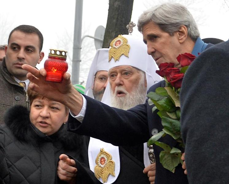 US Secretary of State John Kerry (R) and Ukraine's Patriarch Filaret, pictured in Kiev, on March 4, 2014