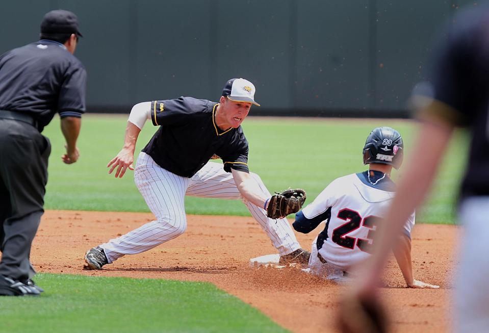 Towson shortstop Hunter Bennett tags out Florida Atlantic's Brendon Sanger (23) on an attempted steal during the second inning of an NCAA regional tournament college baseball game in Chapel Hill, N.C., Friday, May 31, 2013. (AP Photo/Ted Richardson)