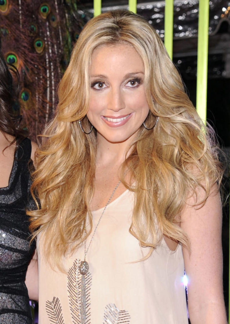 """FILE - This Nov. 8, 2011 file photo shows singer Ashley Monroe at the 59th Annual BMI Country Awards in Nashville. Monroe's latest album, """"Like a Rose,"""" will be released on Tuesday, March 5, 2013.  (AP Photo/Evan Agostini, file)"""