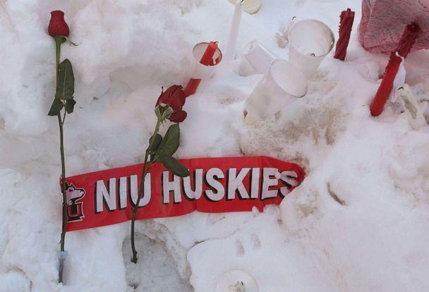 PHOTO:Roses rest in the snow outside the student center on the campus of Northern Illinois University following a shooting at Cole Hall, Feb. 15, 2008, in DeKalb, Ill. (Scott Olson/Getty Images)