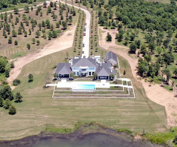 The Oklahoma estate where Shelton and Stefani were reportedly married.