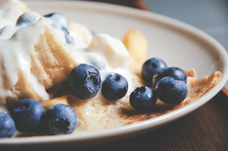 blueberries pancakes yogurt breakfast healthy food