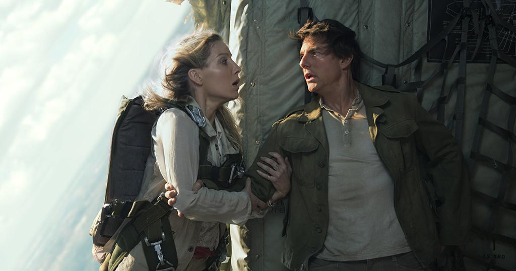 <p>Annabelle Wallis and Tom Cruise are on a flight from hell with the Mummy. (Photo: Universal) </p>