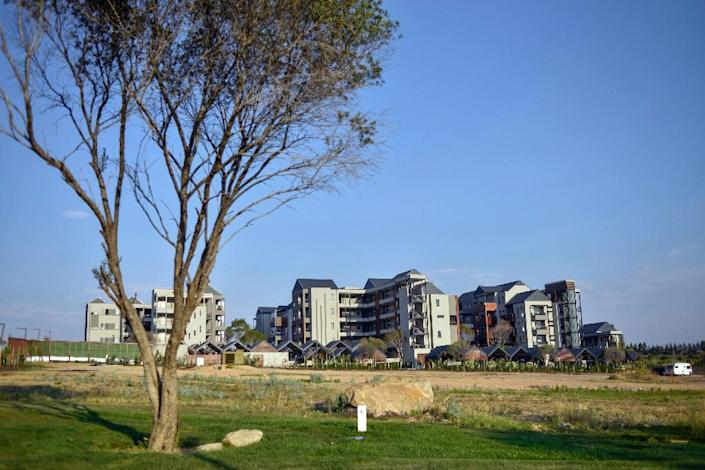 """Steyn City's developers say it will cater for many ordinary middle-class families of all races, and could become a flagship for future new cities in Africa Green, tidy, with safe public areas and winding bicycle paths -- Steyn City is a vast """"self-sufficient"""" development outside Johannesburg that highlights growing controversy over South Africa's divided urban society. (AFP Photo/Mujahid Safodien)"""